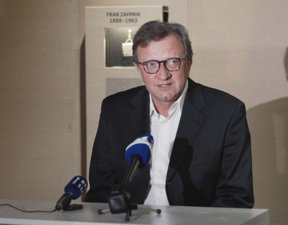 Posnetek novinarske konference Velikega Mojstra 52 Prostozidarji in prostozidarstvo Velika Loža Slovenije